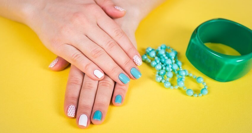 How to Cure Gel Nails Without a UV Light