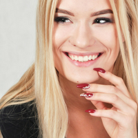 Dipped Nails vs Gel Nails vs Acrylic – What Is Better?