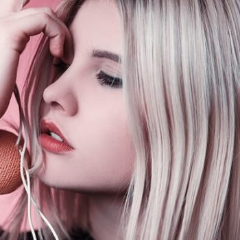 How To Hydrate Hair After Bleaching 2019 [EXPERT TIPS!]