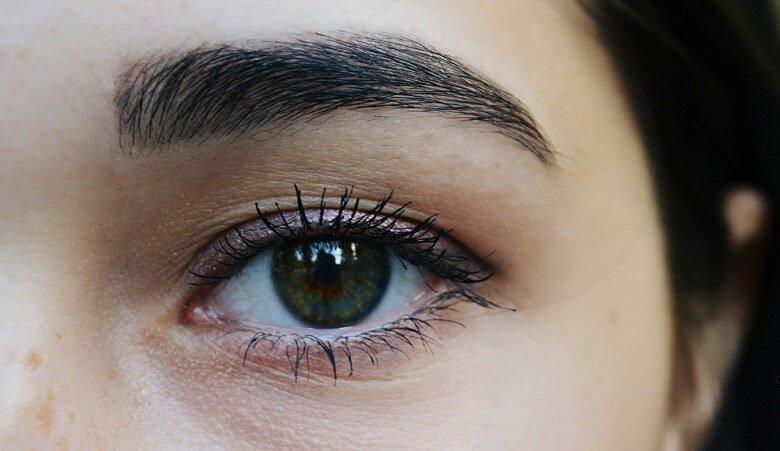 Eyebrow Tinting Vs. Microblading