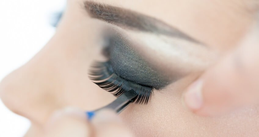 False Eyelashes application