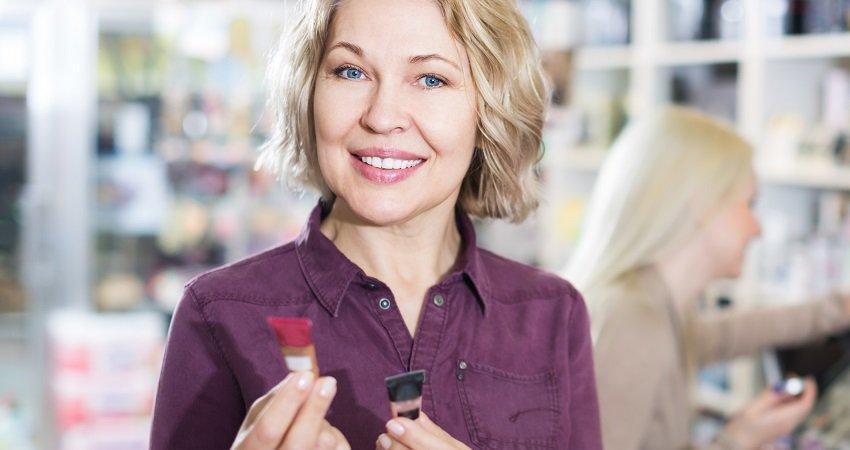 Portrait of mature woman doing shopping
