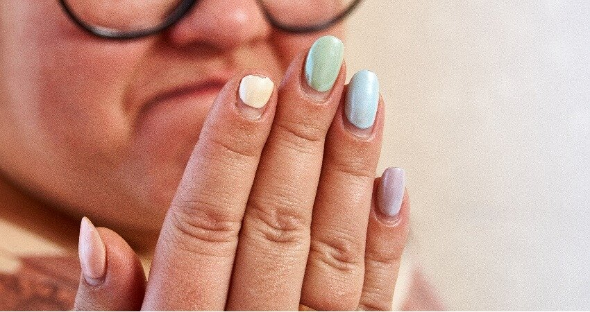 broken fingernail, acrylic manicure