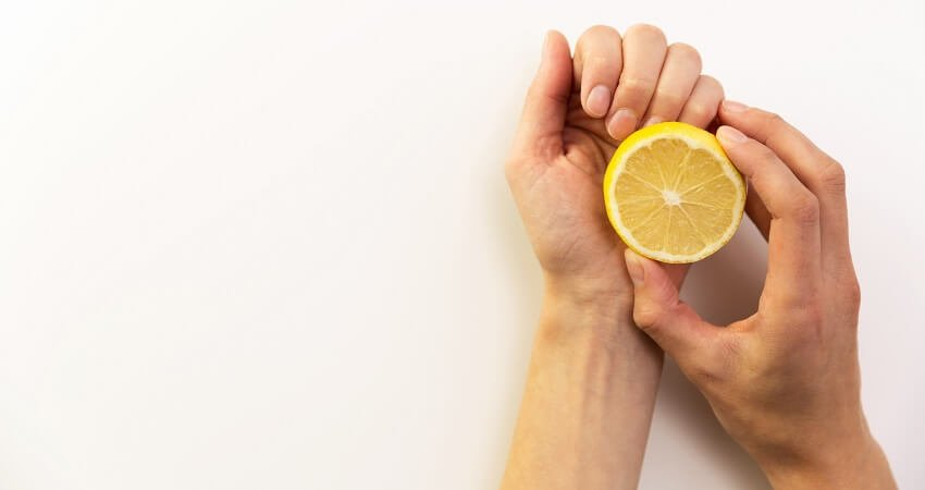 How To Whiten Nails With Vinegar, Lemon Juice, and Baking Soda