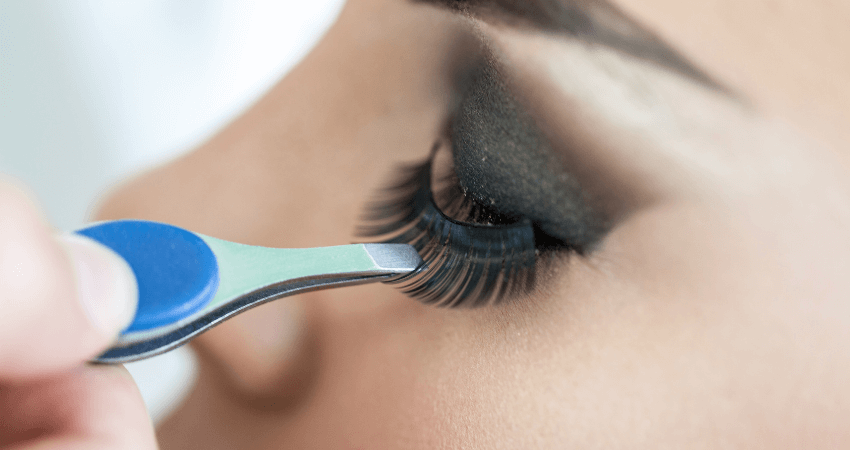 clean false eyelashes with coconut oil, alchohol and dish soap